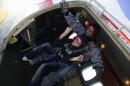 Рішучість і турбота. Я і інструктор Олег за мить до стрибка з висоти 4 200 м. :)