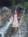 Біля штучного водоспаду