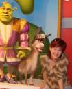 А ночью я надеваю большую зеленую пижаму и снимаю макияж!!!