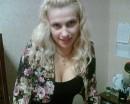 присела на столиГ )))