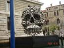 в Венеции-модерн арт из всяких банок,вилок,ведер.....