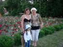 С внучкой и приятельницей на прогулке в парке Чкалова