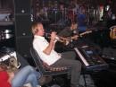 Человек-оркестр.. Играет на многих инструментах.
