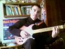 Играем на гитарко=))