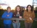 Три девицы вечерком взяли и все вместе обперлись на какое-то бревно! Ну и что, что не складно...  ыыыы...