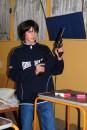 Маленький мальчик с большой пушкой
