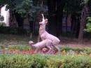 Скульптура в парку, м. Немирів, 2007. А там діти гуляють :)