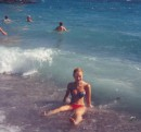 Хотела зайти в воду как Русалка, а шлепнулась прямо у берега как Неваляшка