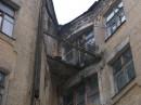 Балкончик (в этом доме живут люди)