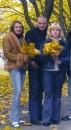 Справа: мой одноклассник и одноклассница - Женя и Таня, я!