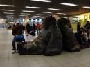В амстердамском аэропорту Схипхол.