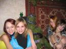 возле елочки с дефчонками в Новый Год!!!!!!!!