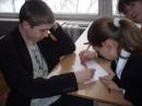 Руся и Катя играют в точки... и Олька всунулась)))