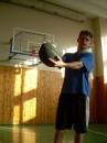 Ето я играю в баскет-бол!!