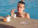 это вам не кофе в постель, а каппучино в бассейн )))))) 14 февраля 2008