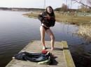 Моя подруга упала в озеро!!!!!