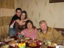 Єто на денюхе яс мамой, бабушкой и дедом. )))