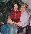 ...пришел КОТенок и устроился на коленках у ПАПЫ !!! :)))) Одесса (1 января 2005г.)