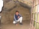 Это я в склепе, которому 2 000 лет. Впечатлило меня.