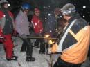 ...подготовка к спуску с горы с факелами,Красия :)