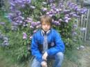 Я на фоне цветов - глупая фотка, я ведь парень:)
