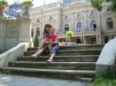 Я с подругой Олей во дворе дома Познаньского (основателя мануфактуры) в Лодзи
