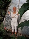 Татьяна Жадан, психолог-целитель, солнцеед - последовательница Н.Н. Долгорукого - с 20 июня 2005 перешла на солнечную, пространственную энергию и жидкое питание, в 2006 смотрела на Солнце 5-6 часов, построила пирамиду
