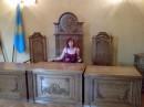 в здании суда, в роли гл.судьи :)))
