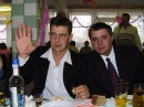 он не накуреный )))))) у него взгляд такой ))))))