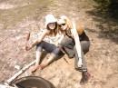 Я и моя подруга Алёнка щас будем уплетать вкусные шпикачки)