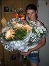 я с цветами и падарками(шорты майка ерёжки цепочка)))))))
