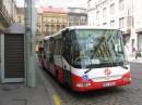 А по каменным мостовым в Праге ездят вот такие автобусы.