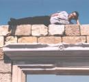 ...ну какой нормальный КОТ упустит возможность залезть на древнегреческие развалины ??? !!! Херсонес, Крым (2 мая 2005г.)