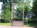 Висилица на которой было повешено множество людей, а при освобождении лагеря Auschwitz - поляки на ней повесели коменданта лагеря