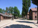Во всех постройках из красного кирпича, в годы Второй мировой войны, размещались барраки для пленных