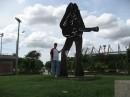 памятник шакире   колумбия  город баранкилла