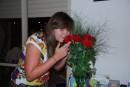 жалко что мне цветочки дарят только на днюху!