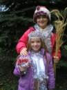 12-летний Ярослав Гуменюк и 6-летняя Зореслава Чаванюк - сейчас переоденутся и станут Дедом Морозом и Снегурочкой