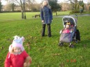 я на прогулке с кресником и племянницей (Англия, Марлоу)