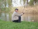 мой кисик на рыбалке