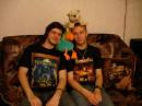 Какая страсть.....к металлу... )))Я слева,Друг справо,а папугай кайфует..