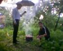 Спасаю шашлыки от дождя.