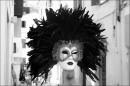 не всі маски настільки виразні та перфектні - мабуть, кожен з нас користується значно скромнішими, які важко відрізнити від справжнього обличчя...  Венеціанська ж маска - це декларація