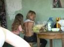 Это день рождения отчема, маленькая грузинская девочка мне делает масаж.