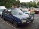 если долго смотреть на эту фотографию - можно на переднем плане заметить синюю машину :)