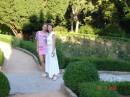 А это мы с мамой гуляем по парку на море