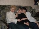 слева Ира справа мамка )))