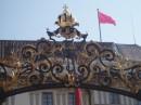 верхняя часть ворот резиденции Президента Чехии