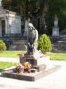 Фігурка скорбного Христа - єдиний пам'ятник, а не надгроб'я