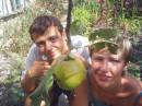 Эт я и мой мальчик на даче под яблонькой!:-)